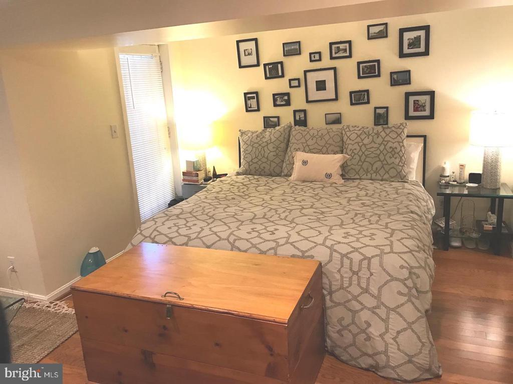 Bright Bedroom - 2115 N ST NW #1, WASHINGTON