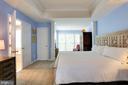 Master bedroom with sitting area - 8902 SINGLELEAF CIR, LORTON
