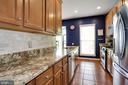 Kitchen is light and bright - 8902 SINGLELEAF CIR, LORTON