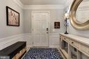 Bright and spacious foyer - 8902 SINGLELEAF CIR, LORTON