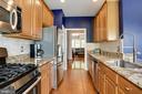 Plenty of cabinetry & countertop space plus pantry - 8902 SINGLELEAF CIR, LORTON