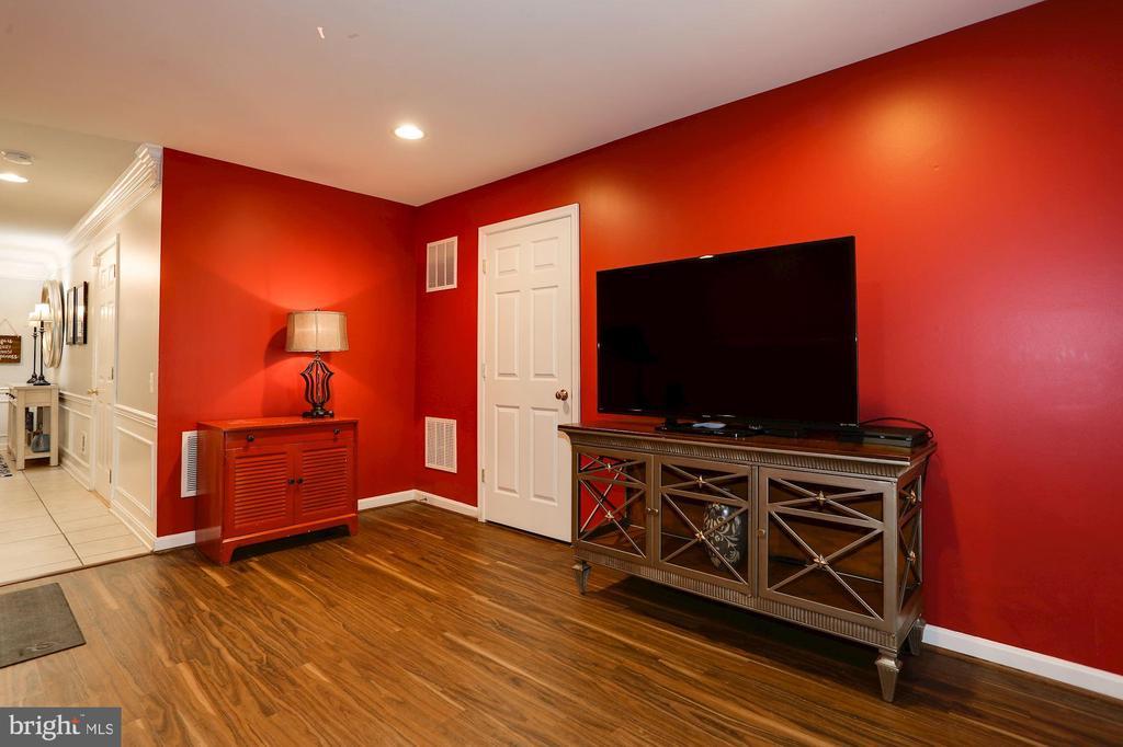 Basement rec room and laundry room - 8902 SINGLELEAF CIR, LORTON
