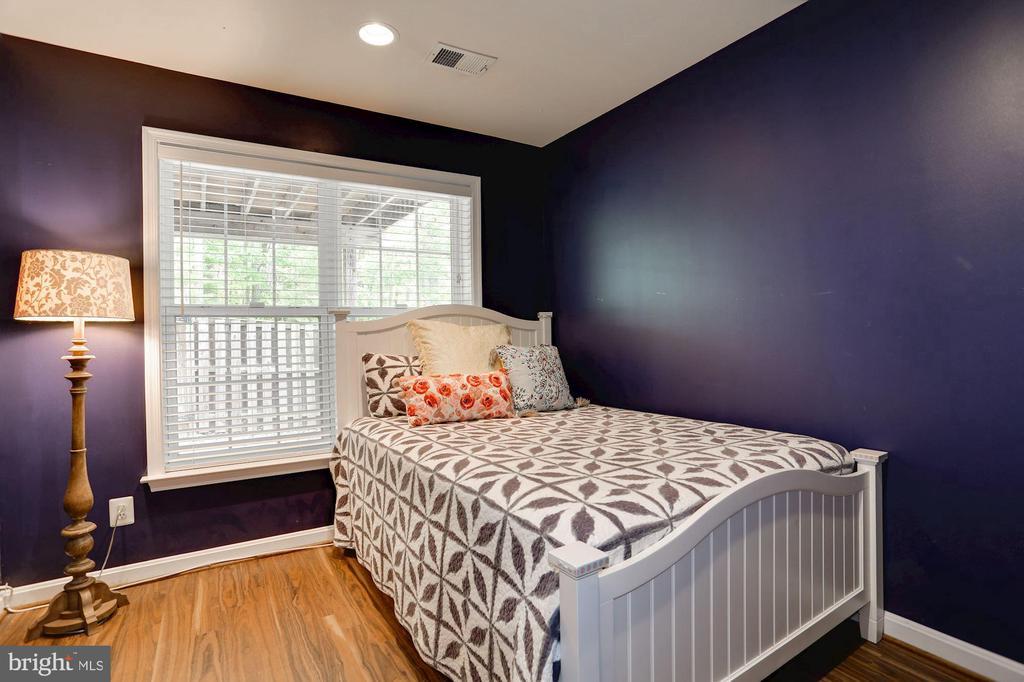 Bedroom 4 in basement - 8902 SINGLELEAF CIR, LORTON