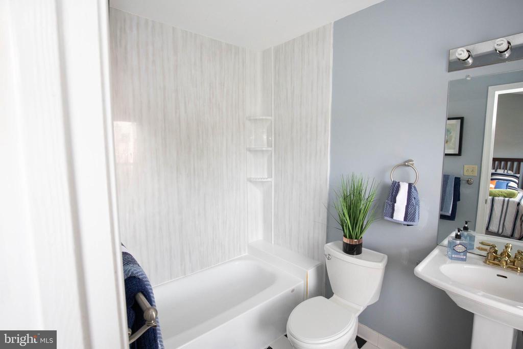 Full Bath - 1309 TEMPLETON PL, ROCKVILLE