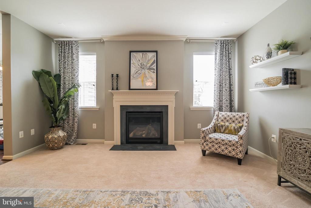 Get Cozy Right Here !! Many Possibilities - 42365 WINSBURY WEST PLACE, STERLING