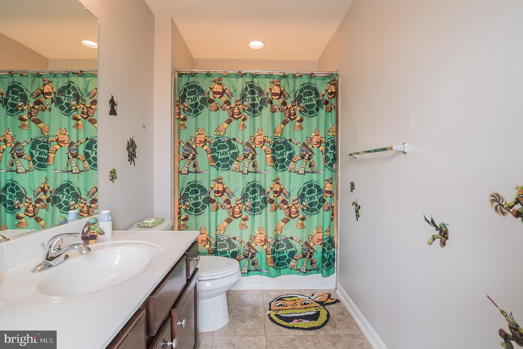 Prince or Princess Bathroom!! - 42365 WINSBURY WEST PLACE, STERLING