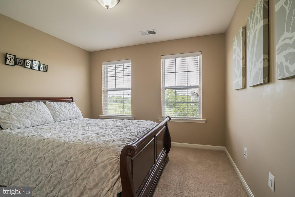 A Super Well Done Bedroom - 42365 WINSBURY WEST PLACE, STERLING