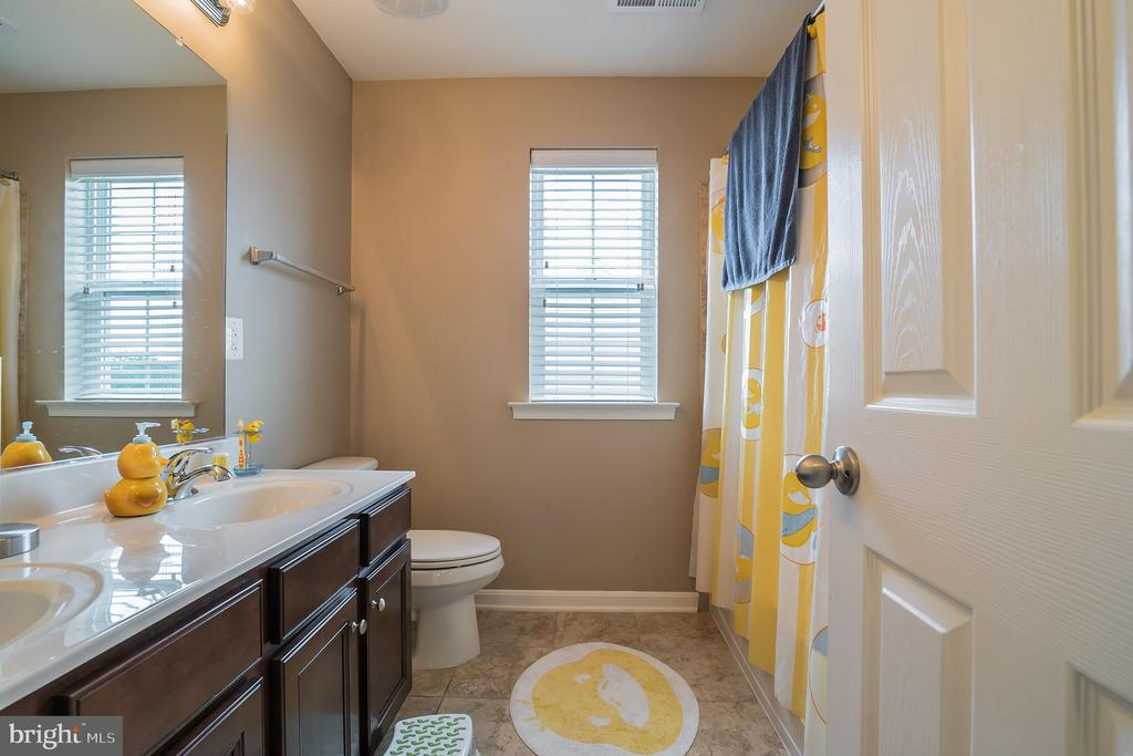 Hall Bath with Double Vanity - 42365 WINSBURY WEST PLACE, STERLING