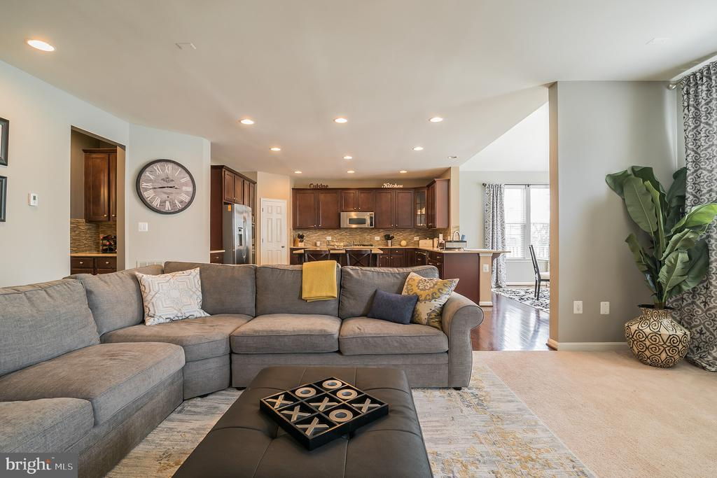 Open Concept with lots of natural light - 42365 WINSBURY WEST PLACE, STERLING
