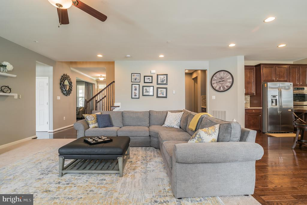 Such an Open Concept Family Room - 42365 WINSBURY WEST PLACE, STERLING