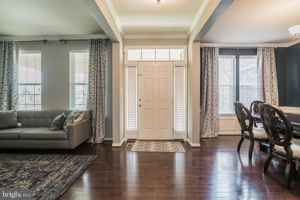 Watch Live Video Walk Through Tour loaded in VTour - 42365 WINSBURY WEST PLACE, STERLING