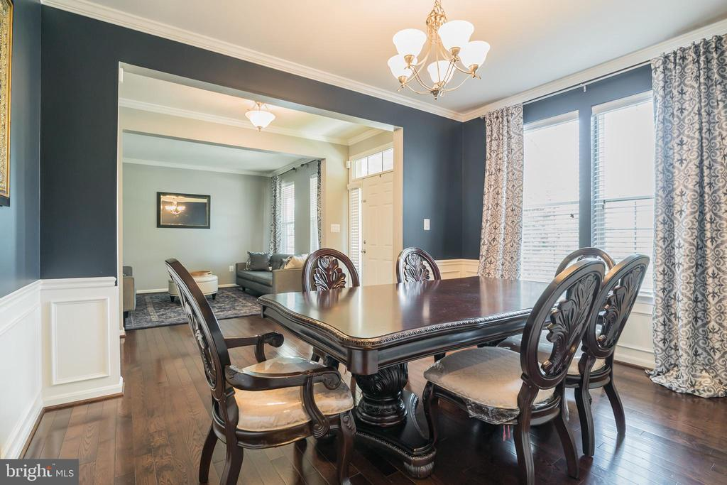 Formal Dining Boasting Chair Rails & Moldings - 42365 WINSBURY WEST PLACE, STERLING
