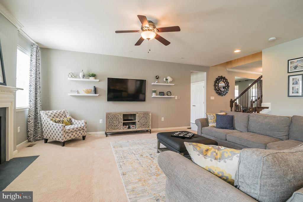 Tastefully Decorated Large Family Room - 42365 WINSBURY WEST PLACE, STERLING