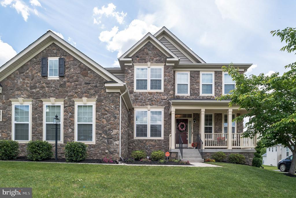 A Picture Perfect Home with Side Load Garage! - 42365 WINSBURY WEST PLACE, STERLING