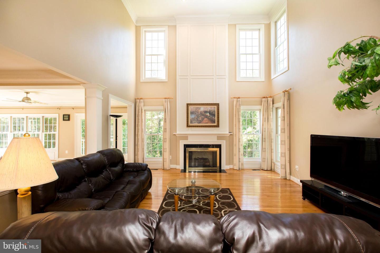 Additional photo for property listing at 10406 Sandringham Ct Potomac, Maryland 20854 United States