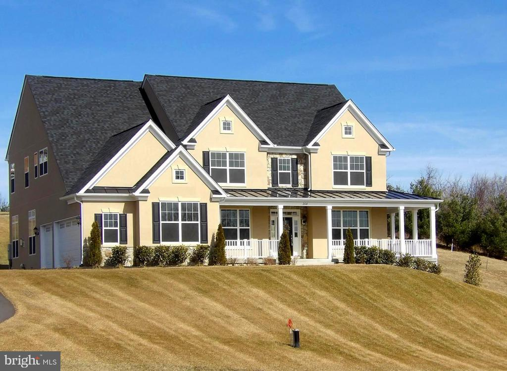 New Home in Highly Sought After Community - 208 SAINT ANDREWS CT, WINCHESTER