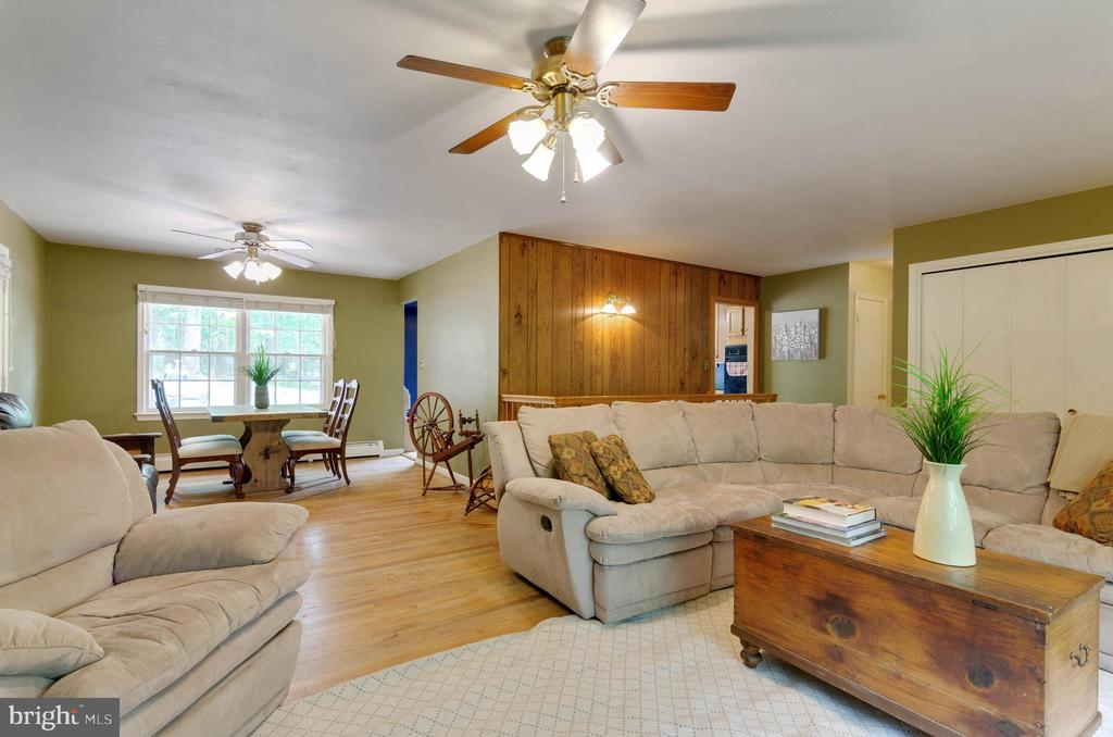 Light-filled, large open living room - 15760 OAK LN, HAYMARKET
