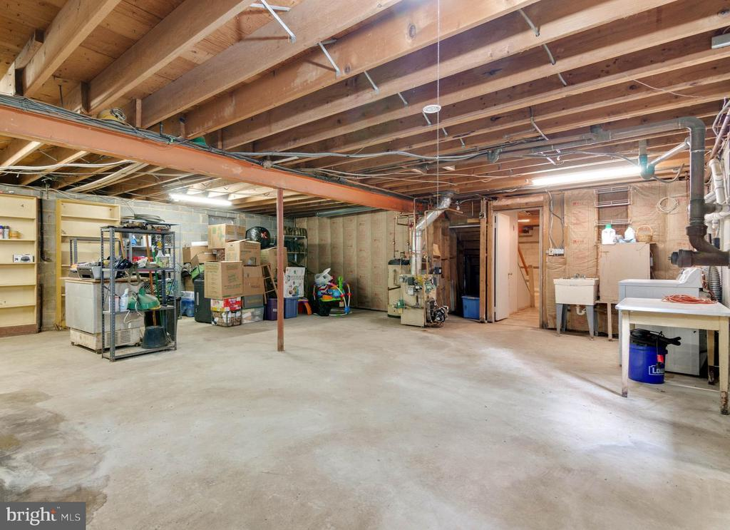 Massive utility room with tons of storage. - 15760 OAK LN, HAYMARKET