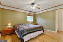 Spacious master bedroom with full bath attached. - 15760 OAK LN, HAYMARKET