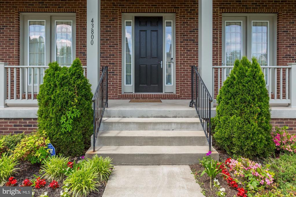 Welcoming Front Porch - 43800 GRANTNER PL, ASHBURN