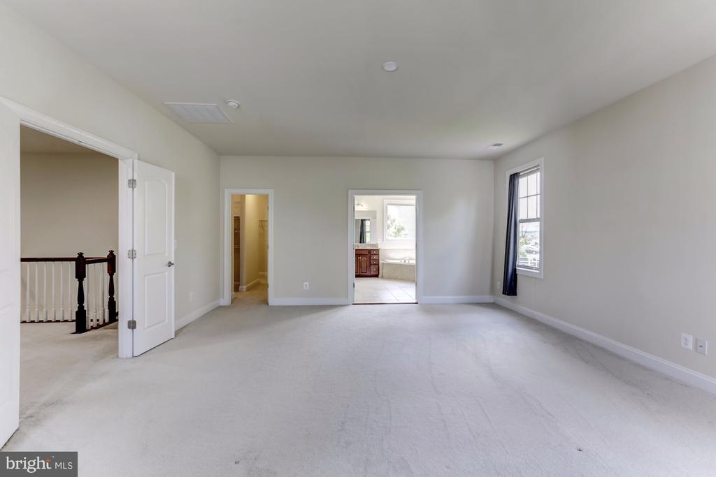 Spacious Master Bedroom - 43800 GRANTNER PL, ASHBURN