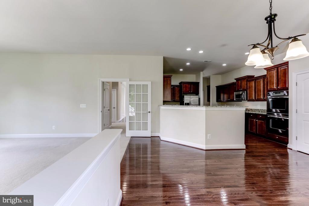 Gleaming Hardwood Floors in Kitchen - 43800 GRANTNER PL, ASHBURN