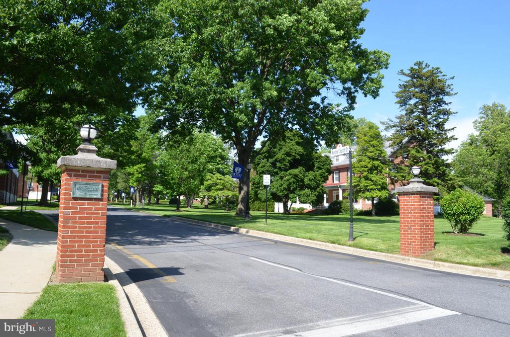 A short walk to Hood College - 235 W 5TH ST, FREDERICK