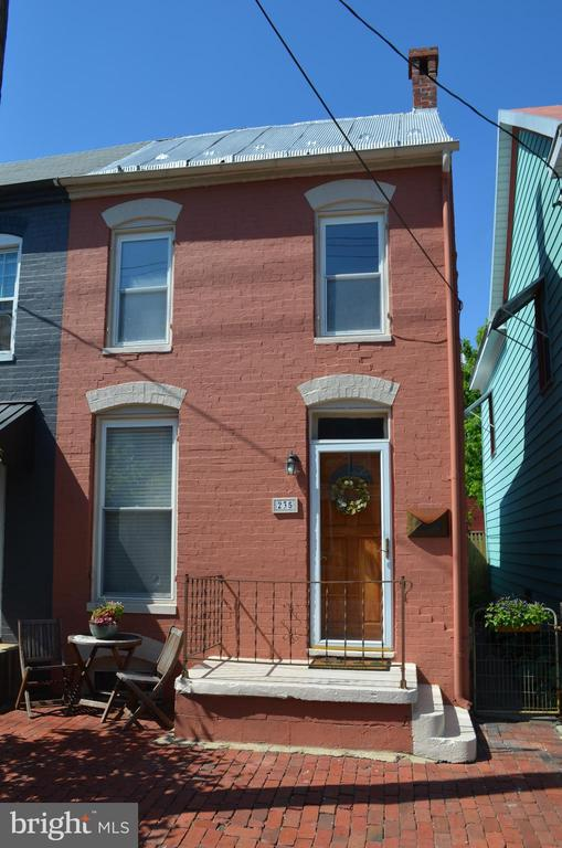 Brick sidewalk adds to the beauty of this end unit - 235 W 5TH ST, FREDERICK