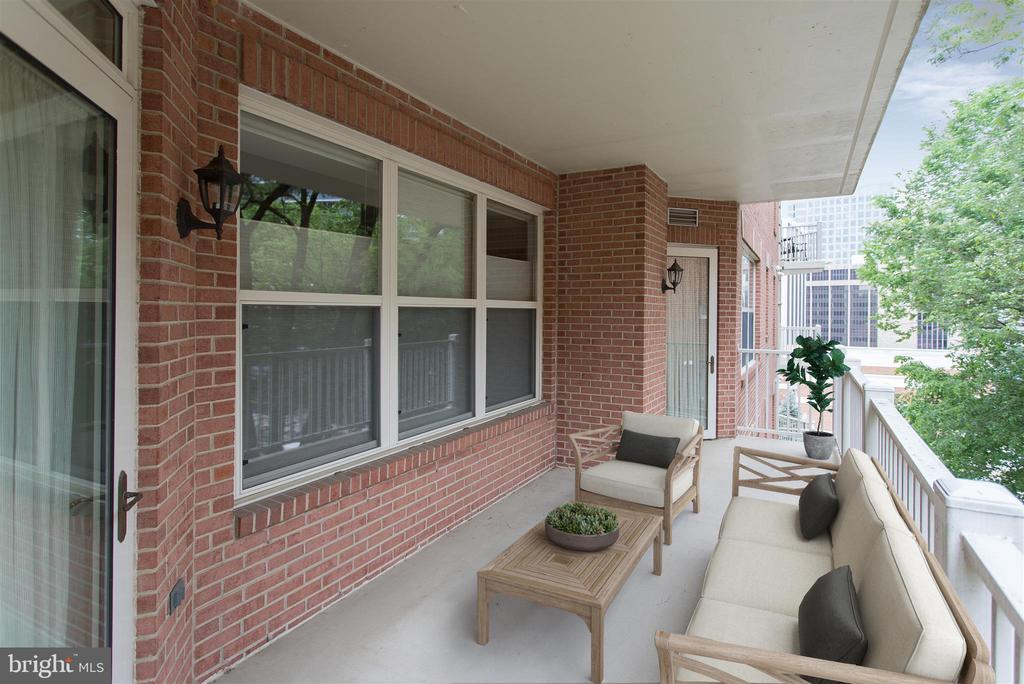 Large balcony off of living/dining - 1555 N COLONIAL TER #501, ARLINGTON