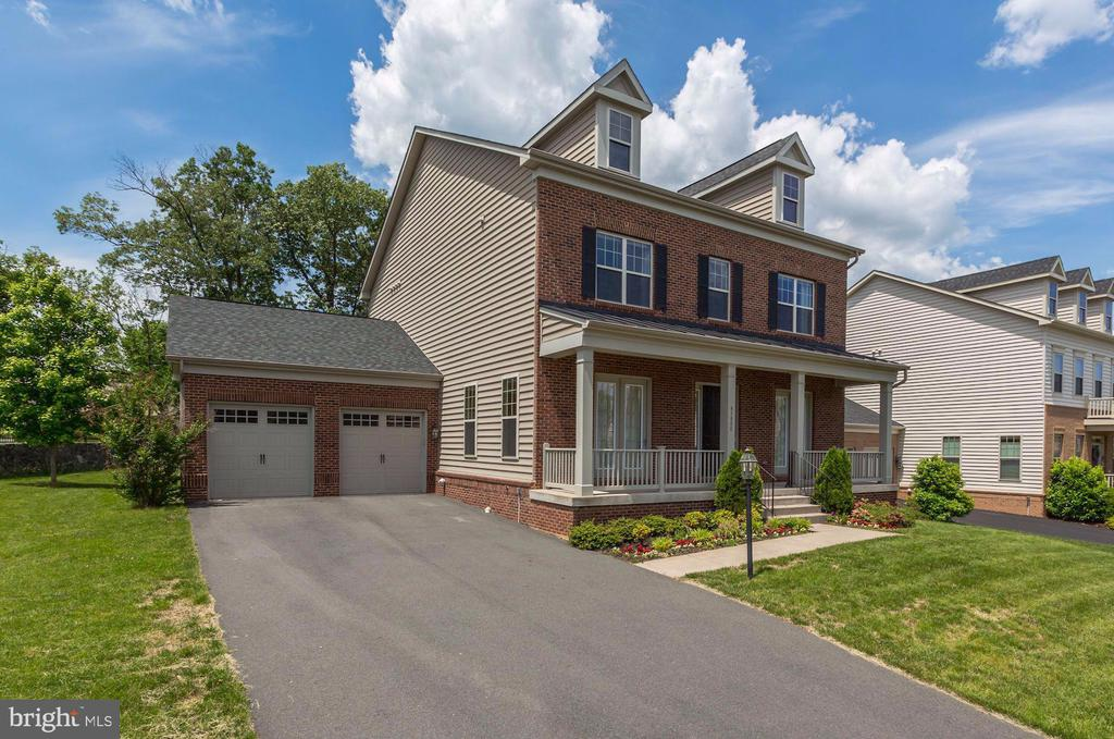 2 Car Garage - 43800 GRANTNER PL, ASHBURN