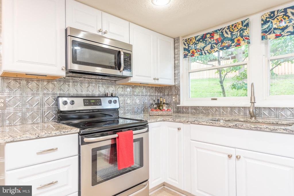 Newer SS appliances - 509 CINDY CT, STERLING