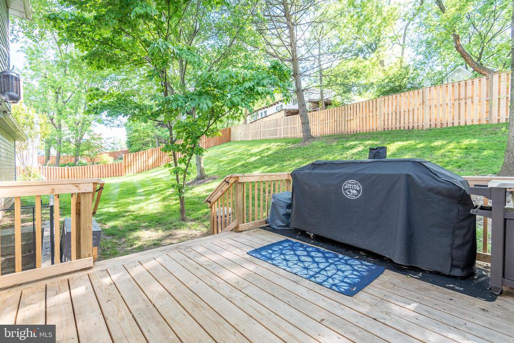 Plenty of space to grill on the new deck - 509 CINDY CT, STERLING