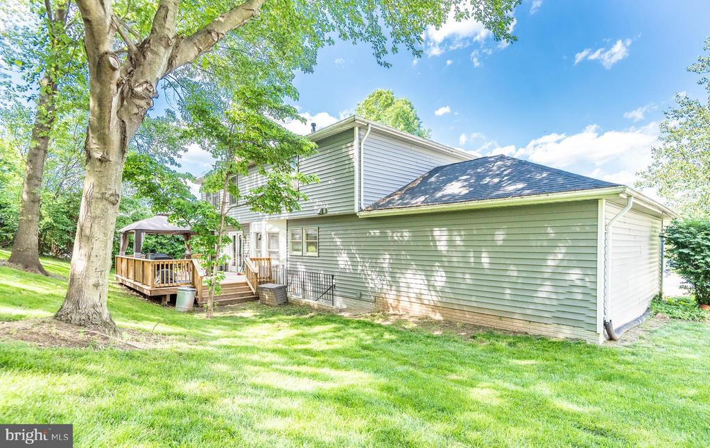 Expansive and private backyard - 509 CINDY CT, STERLING