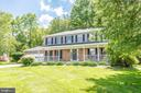 Large, level front and side yard - 509 CINDY CT, STERLING