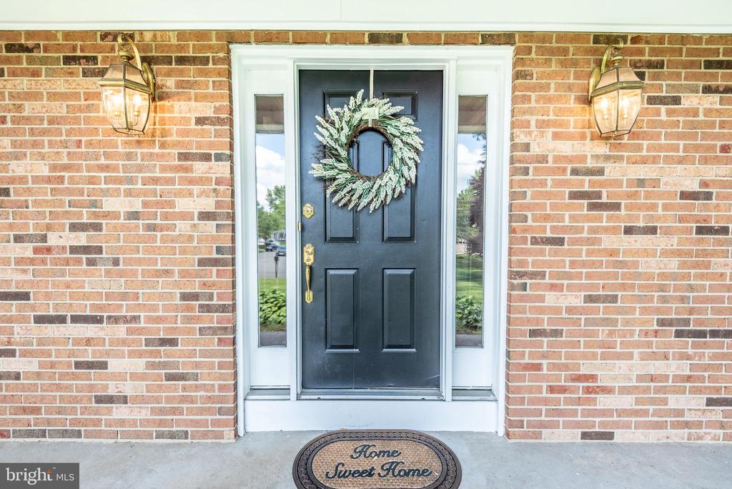 Enter your new home! - 509 CINDY CT, STERLING