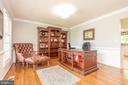 Formal living/office w chair rail, crown - 509 CINDY CT, STERLING