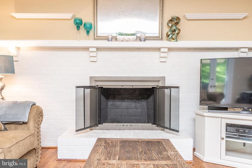 Family room wood-burning fireplace - 509 CINDY CT, STERLING