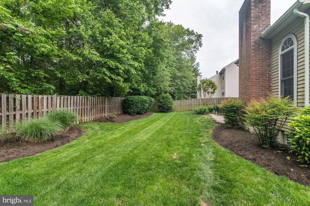 Fully  Fenced in Backyard - 12040 SUGARLAND VALLEY DR, HERNDON