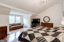 Vaulted Ceiling in Master - 12040 SUGARLAND VALLEY DR, HERNDON