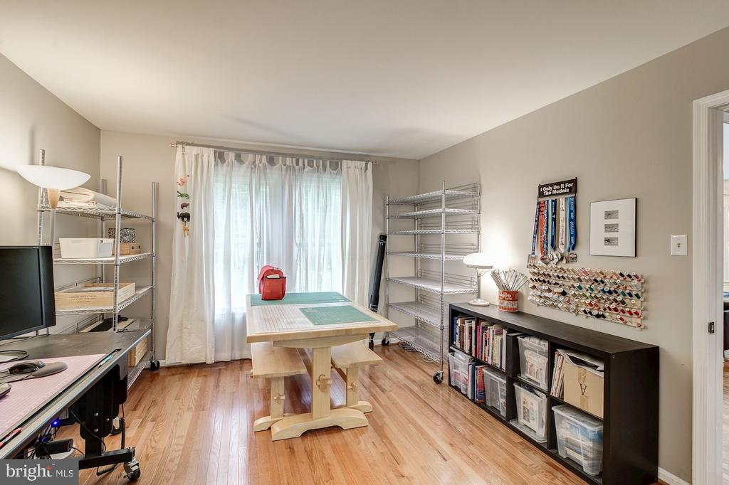 Main Floor Office, Hobby Room - 12040 SUGARLAND VALLEY DR, HERNDON