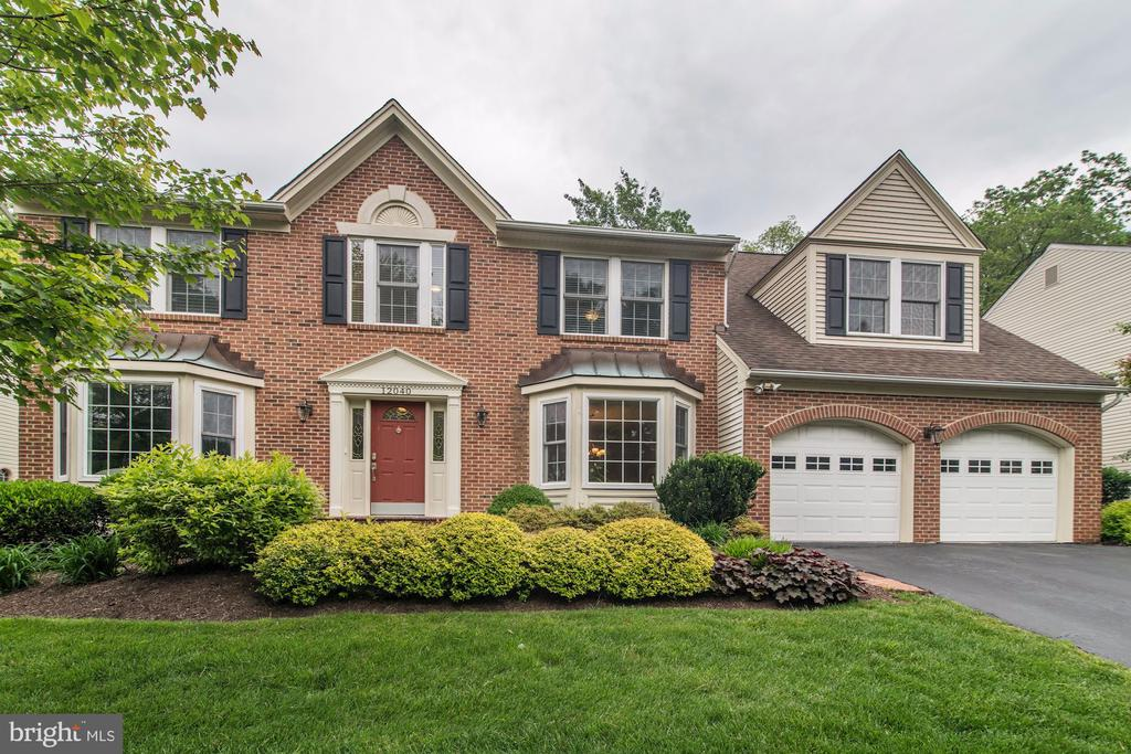 Beautifully Landscaped Front Yard - 12040 SUGARLAND VALLEY DR, HERNDON