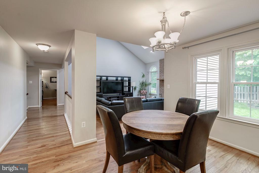 Eat In Kitchen Dining Area Adjacent to Family Room - 12040 SUGARLAND VALLEY DR, HERNDON