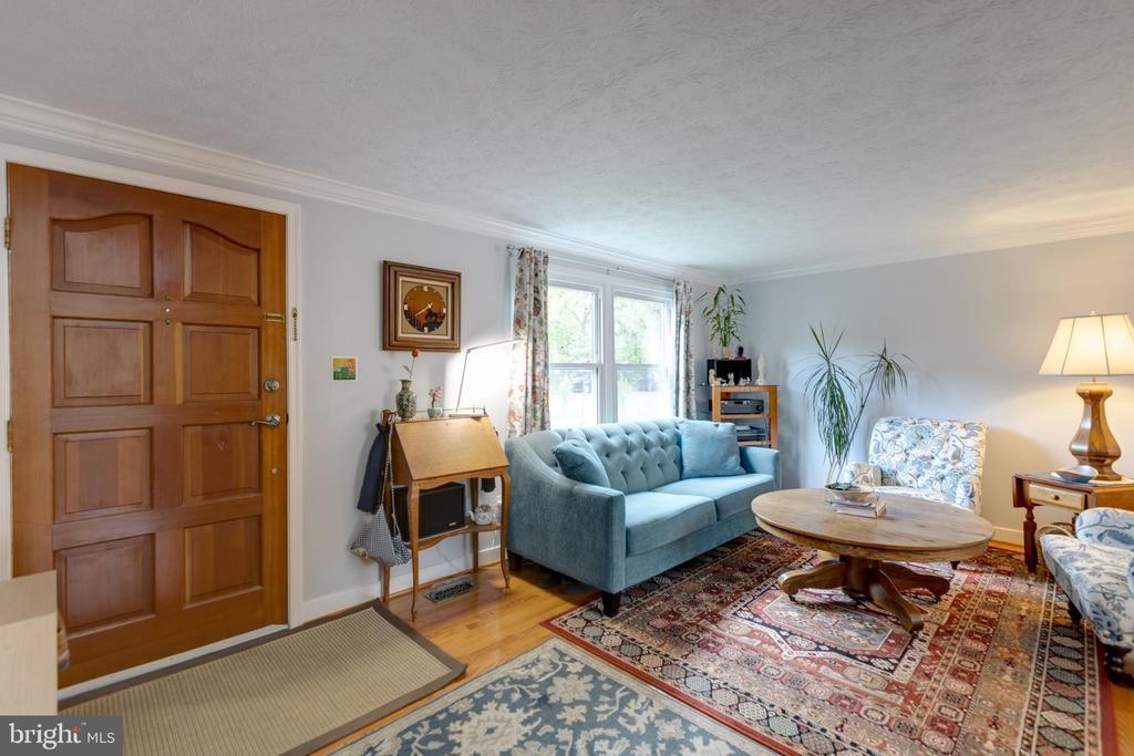 Living room - 4409 1ST PL S, ARLINGTON