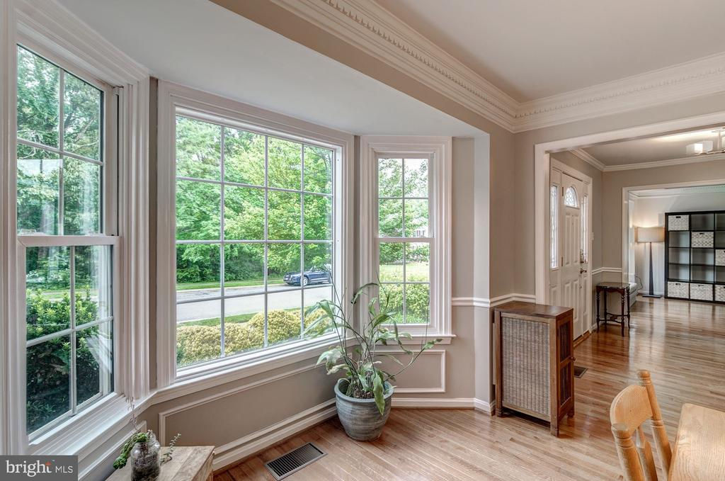 Beautiful Bay Window inDining Room - 12040 SUGARLAND VALLEY DR, HERNDON