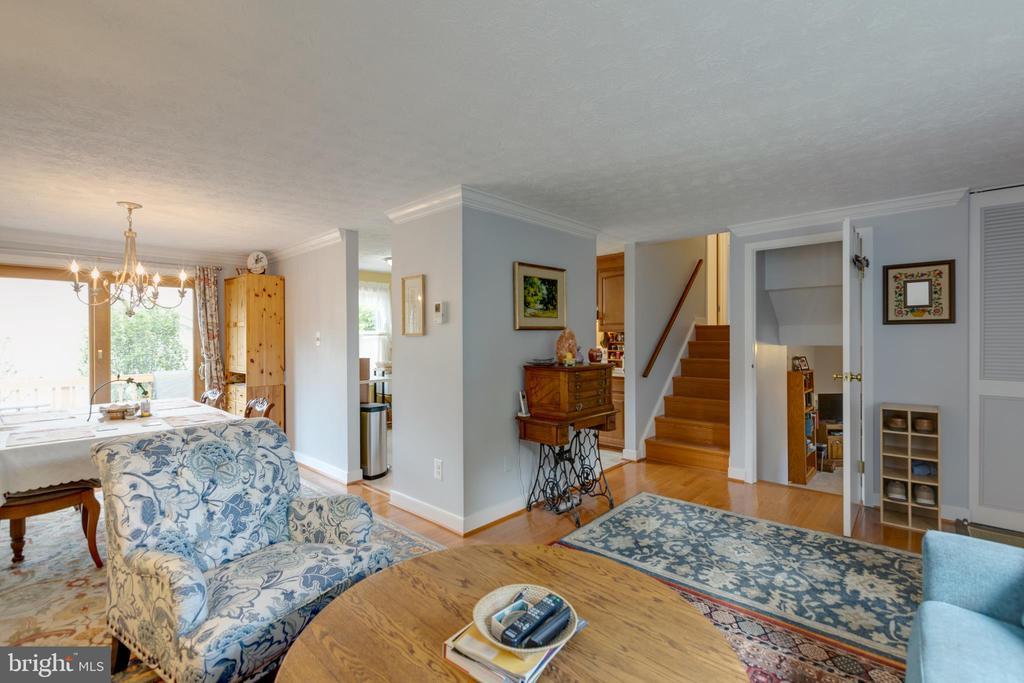 General view living room - 4409 1ST PL S, ARLINGTON