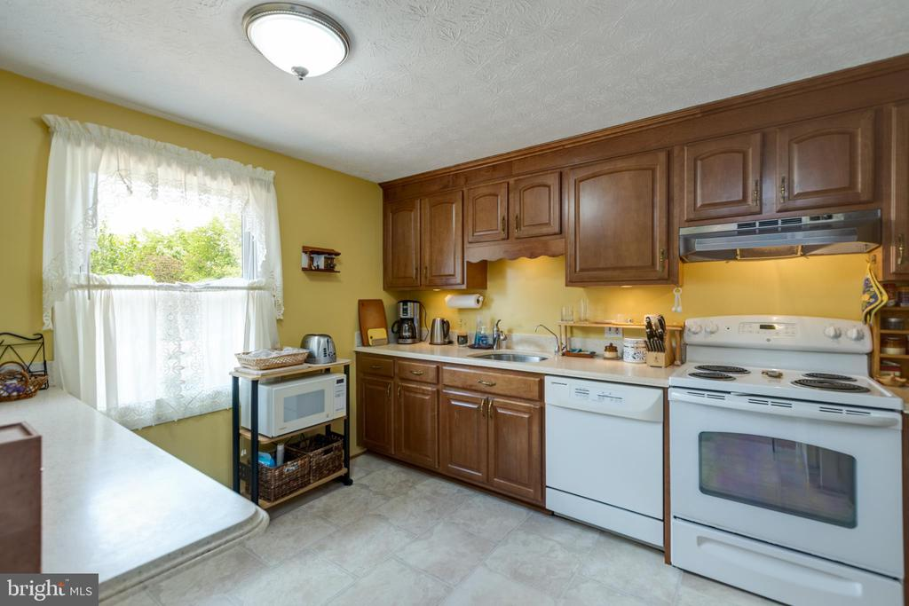 Kitchen - 4409 1ST PL S, ARLINGTON