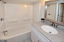 tub and vanity combination - 8353-E DUNHAM CT #643, SPRINGFIELD