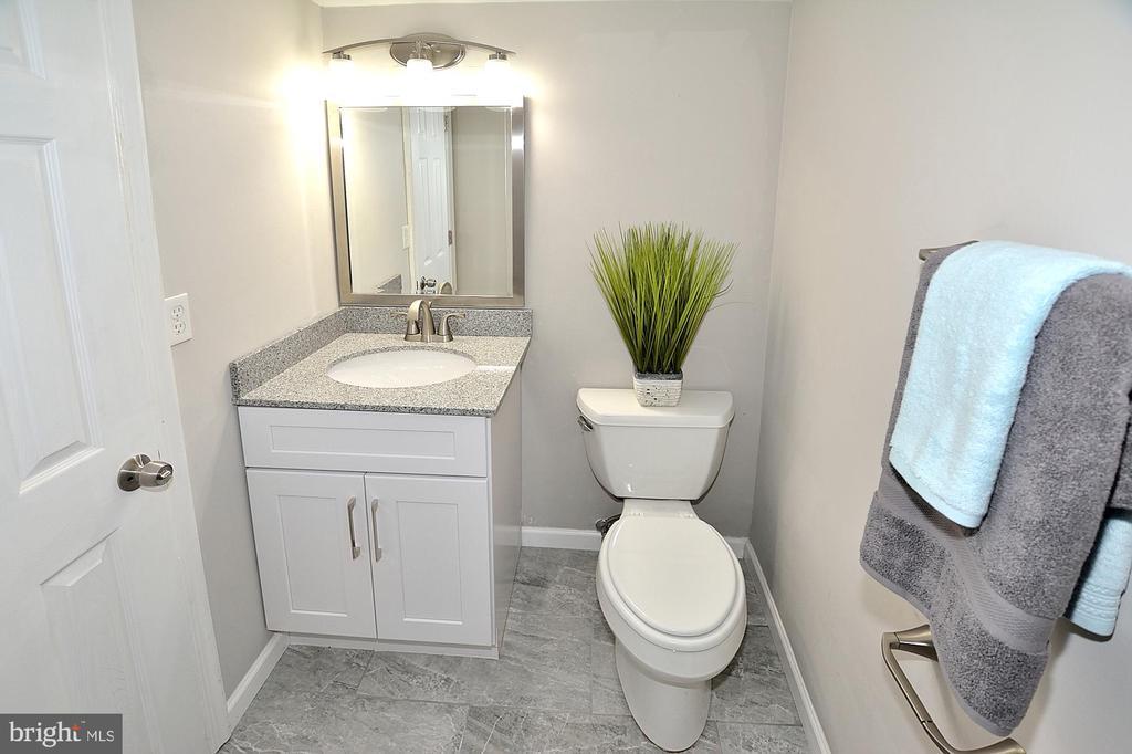 Remodeled bath with new ceramic flooring - 8353-E DUNHAM CT #643, SPRINGFIELD