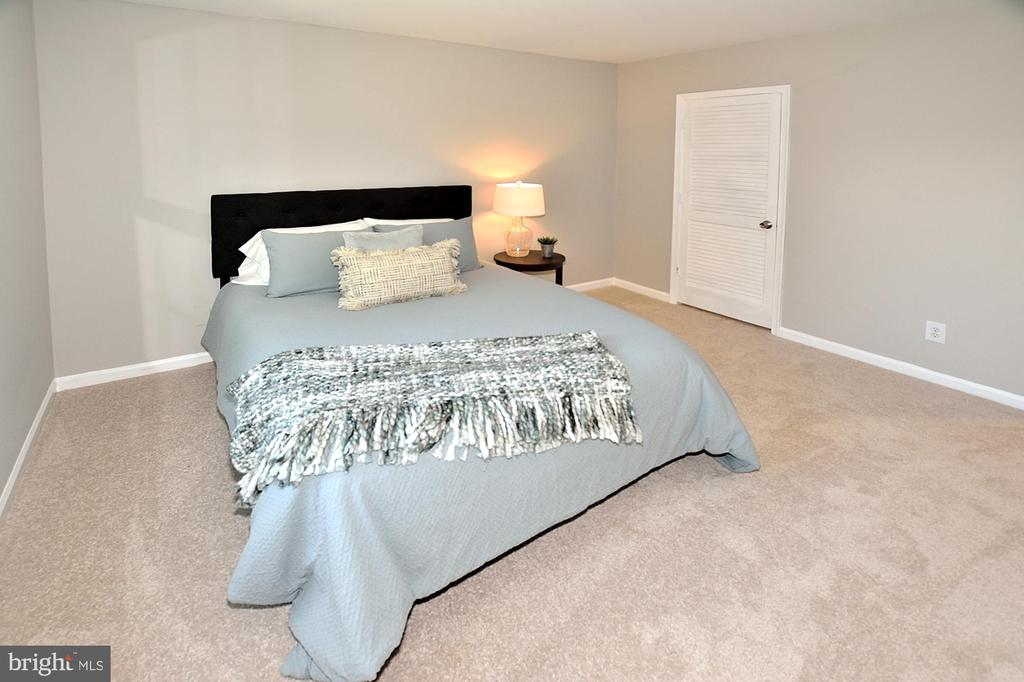 Master bedroom leading to a walk in closet - 8353-E DUNHAM CT #643, SPRINGFIELD