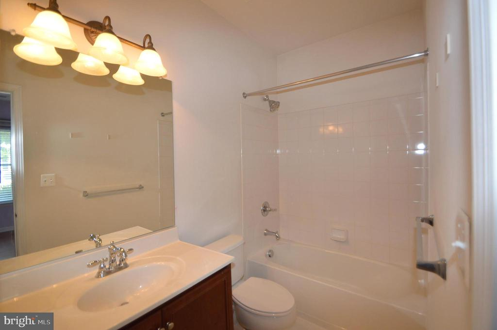 Full Bath - 25159 MCBRYDE TER, CHANTILLY